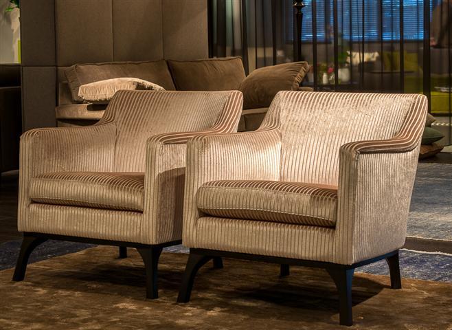 Op en top relaxen in een fauteuil van kooijman interieurs for Mooie design fauteuils