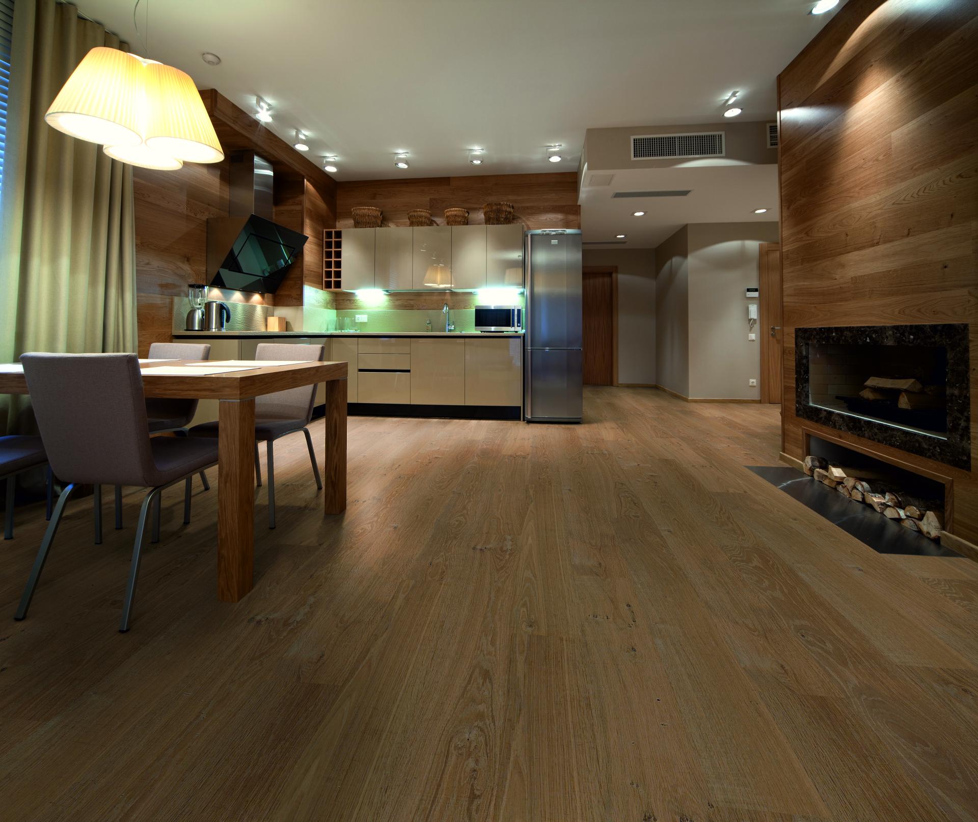Levende kleuren grijs bank for Interieur vloeren